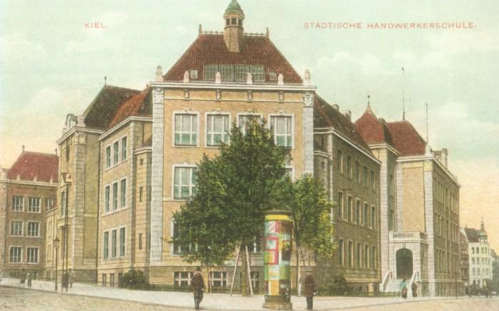 Postkartenansicht der Handwerkerschule