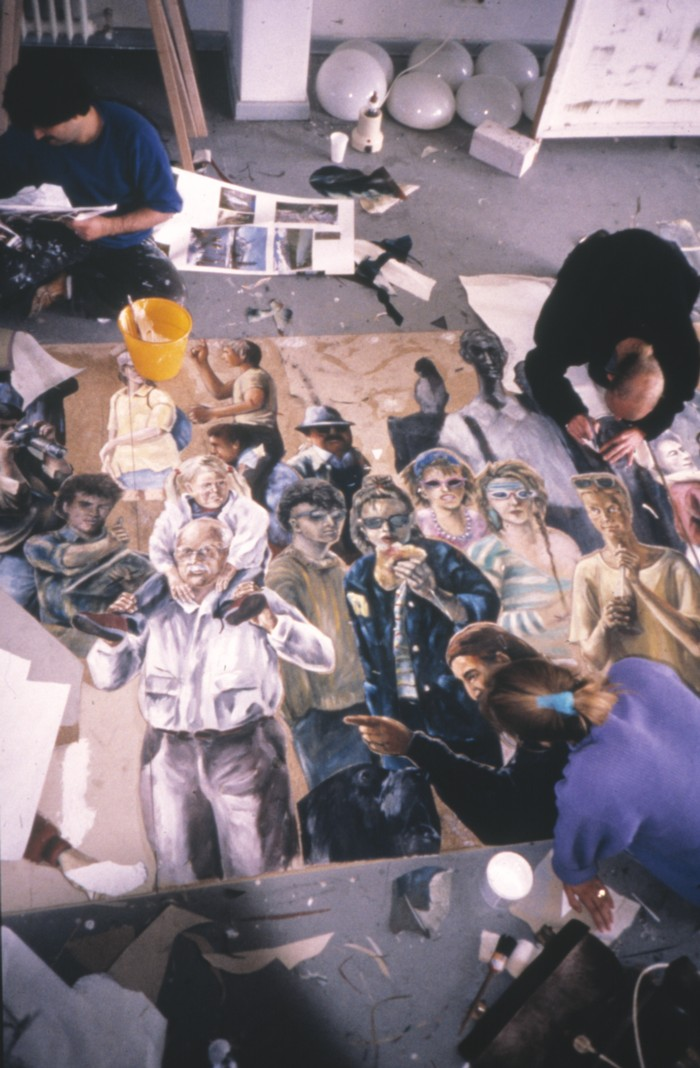 Die Malklasse von Prof. Peter Nagel bei der Arbeit an einem Gemeinschaftswerk im Stil des Neuen Realismus © Archiv Muthesius Kunsthochschule